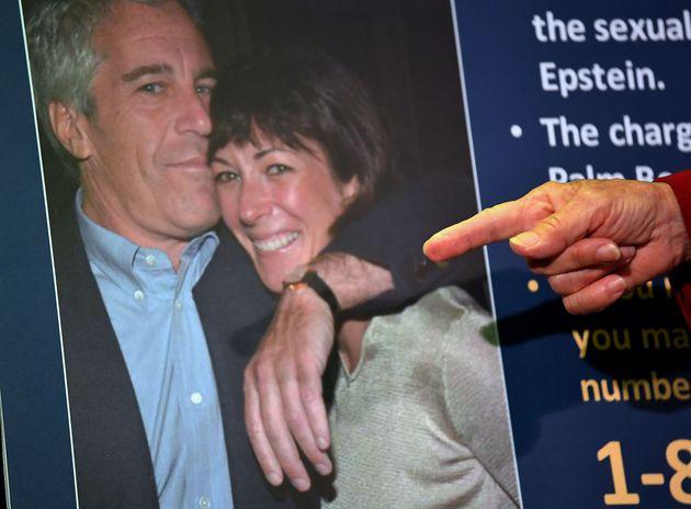 Τι αναφέρει στην κατάθεσή της θύμα του Έπσταϊν που «καίει» την Μάξγουελ για το sex
