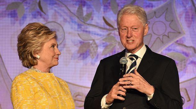 Bill Clinton con su mujer