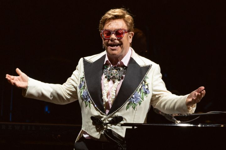 El cantante Elton John durante uno de sus conciertos en marzo de 2020.