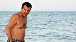 Salvini, dal Papeete al Papeete tutto cambia: sondaggi giù, umore nero e Meloni che