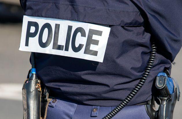 """L'adolescent a été placé en garde à vue pour """"outrage et menace..."""