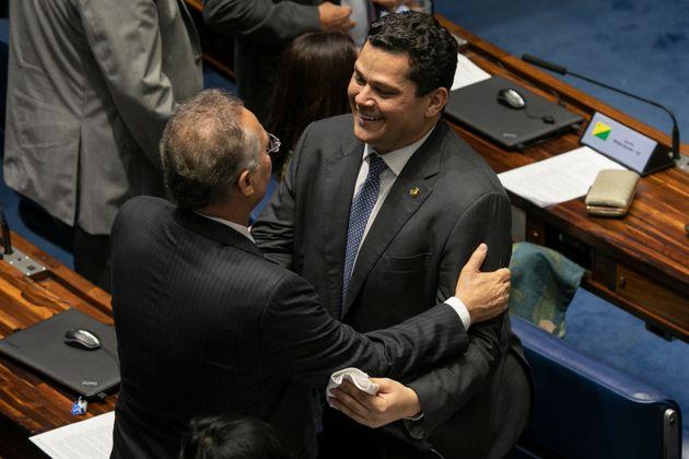 Senador Renan Calheiros (MDB-AL) e presidente do Senado, Davi Alcolumbre (DEM-AP): movimento sincronizado...