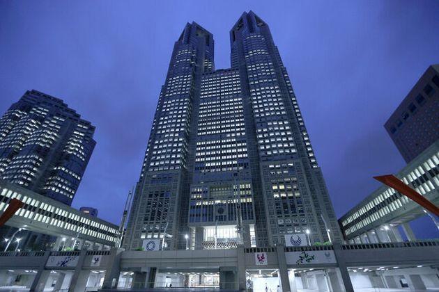 東京都庁=2020年4月17日、東京都新宿区、藤原伸雄撮影