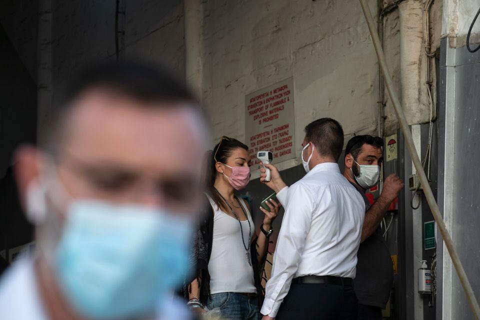 Αντηλιακό, μαγιό, μάσκα, αντισηπτικό: Άρχισε η έξοδος του