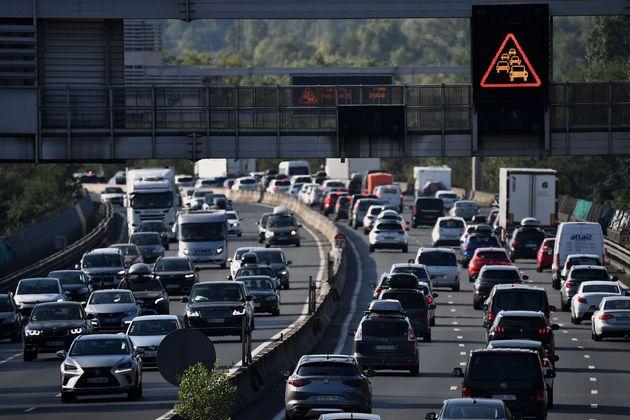 Les bouchons sur les routes atteignent leur pic à 760km sous un soleil de