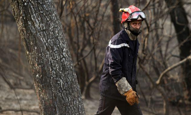Une vingtaine de pompiers étaient toujours sur le lieu de l'incendie à Anglet ce samedi...