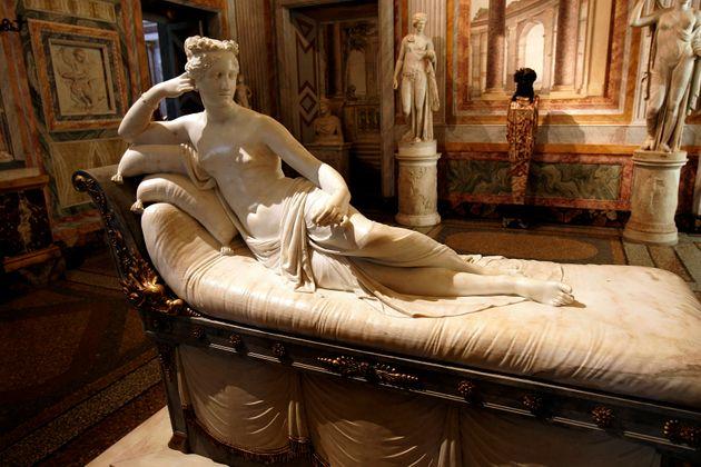 L'opera in marmo esposta alla Galleria Borghese di
