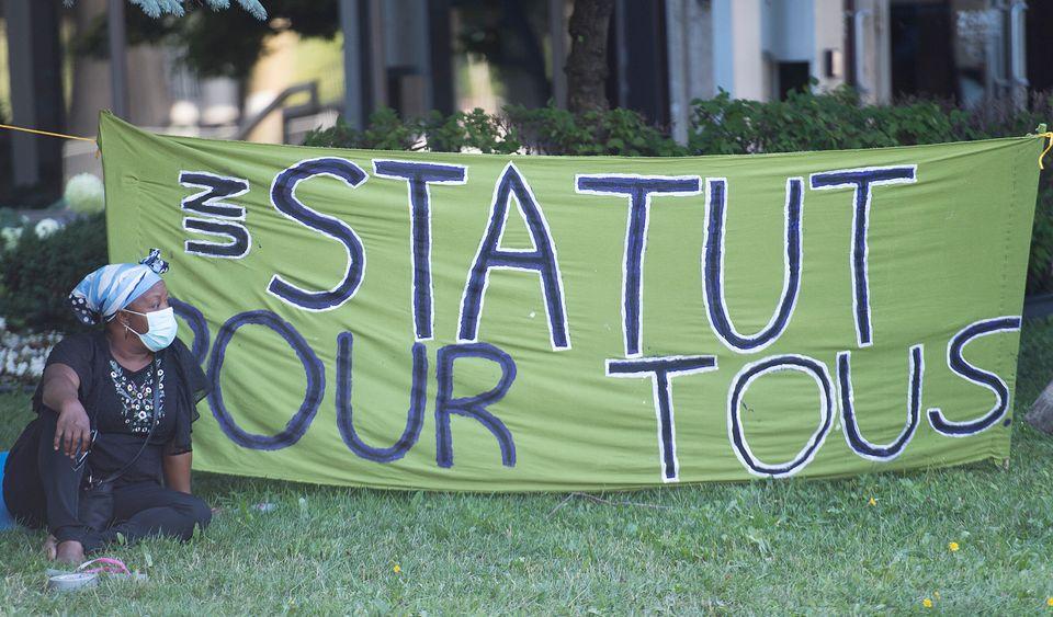 Un «sit-in» a eu lieu le 1er août devant le bureau de circonscription de Justin Trudeau...