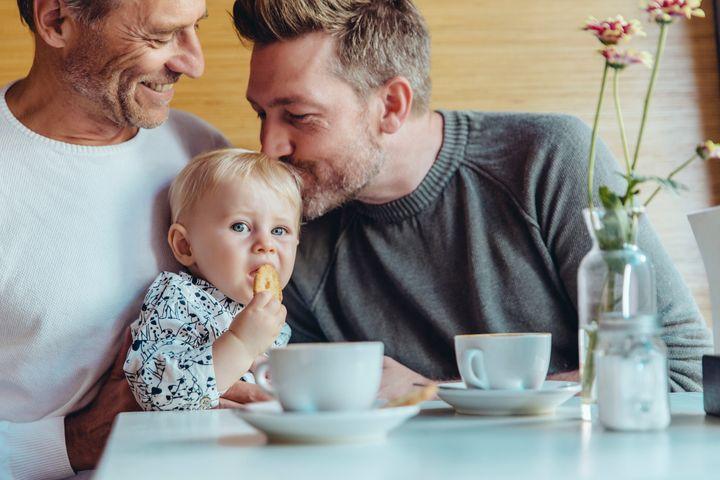 2018年に、家族の写真でトップ10に入った子育てするゲイカップルのビジュアル