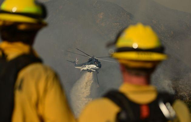 Ελικόπτερο ρίχνει νερό...