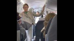 Non vuole mettere la mascherina: cacciata dall'aereo tra gli applausi dei passeggeri