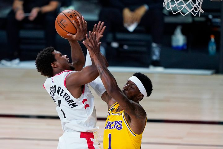 Kyle Lowry of the Raptors drives to the basket against Kentavious Caldwell-Pope of the Los Angeles Lakers during Saturday's game.