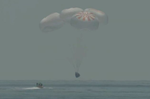 Η κάψουλα της SpaceX επέστρεψε στη