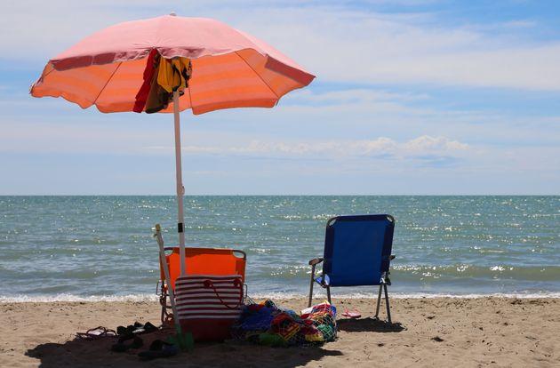 Turista partorisce in spiaggia a Cattolica. Infermiera salva mamma e bimbo: