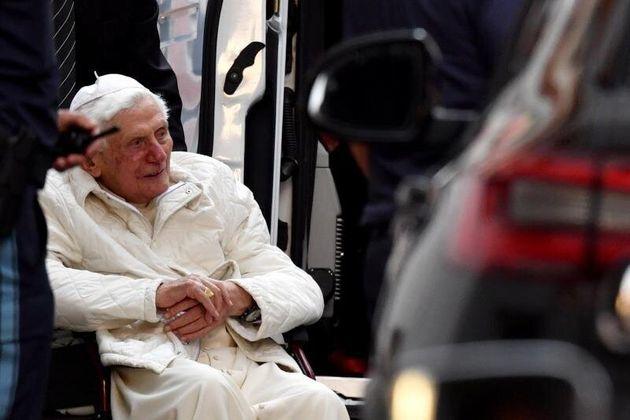 El papa emérito Benedicto XVI está gravemente enfermo, según su