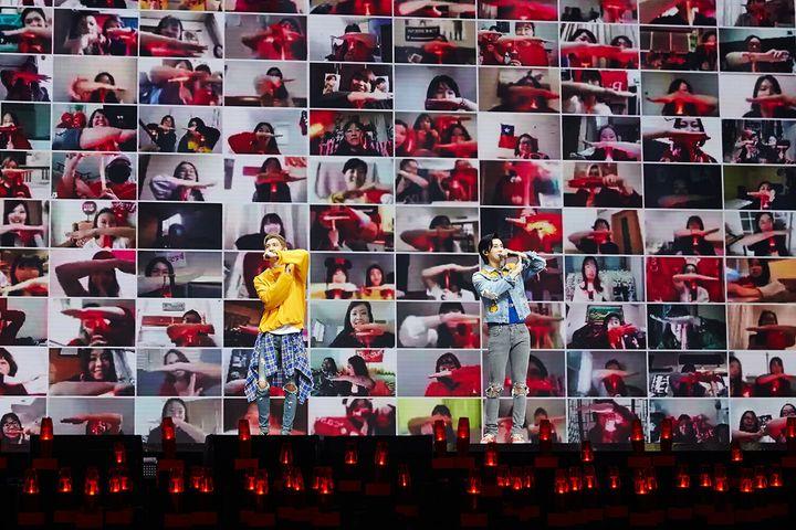 온라인으로 진행된 유료 콘서트 '비욘드 라이브'