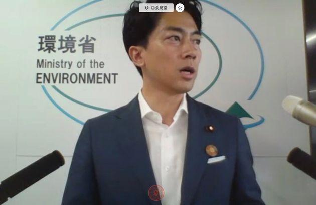 閣議後会見する小泉進次郎環境相(オンライン)