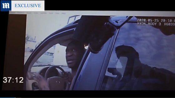 George Floyd, un fermoimmagine del video pubblicato dal Daily