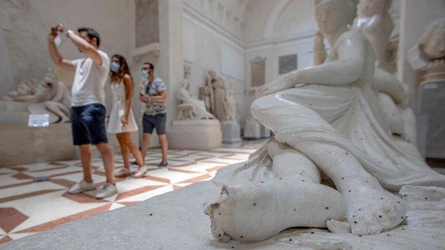 Individuato il turista austriaco che ha mutilato la statua di Canova.
