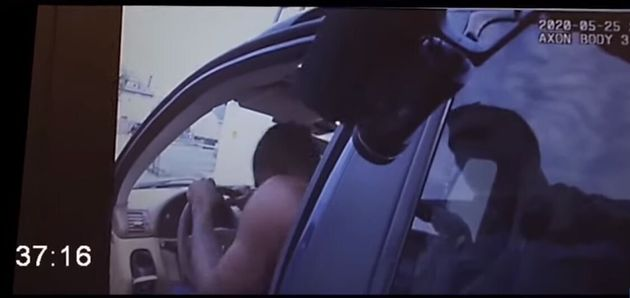 Νέο βίντεο - ντοκουμέντο από τη στιγμή της βίαιης σύλληψης του Τζορτζ