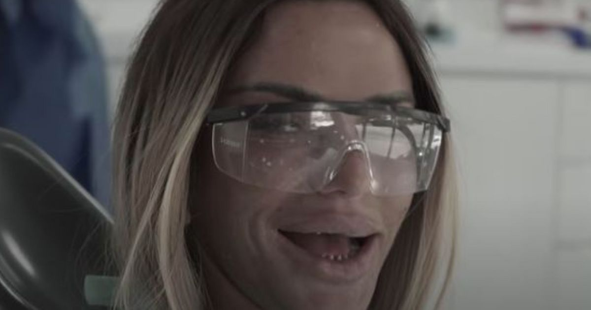 Katie Price Flashes A Veneer-Less Smile As She Gets A Brand New Set Of Teeth