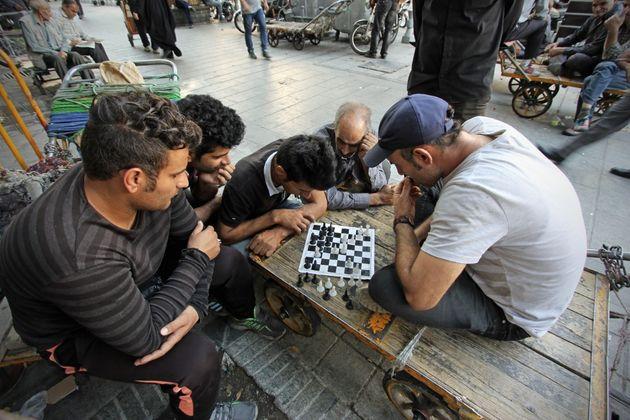 Vite sospese tra Italia e Iran. Mentre l'arte tiene aperti i ponti