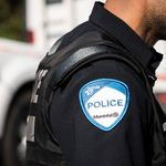 Un policier qui s'est introduit dans une maison pour retourner un portefeuille
