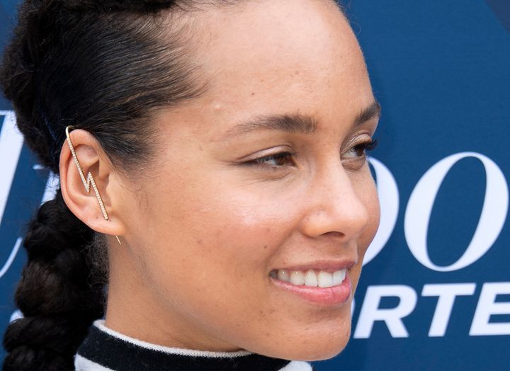 """Singer-songwriter Alicia Keys wrote a 2016 essay in """"<a href=""""https://www.lennyletter.com/story/alicia-keys-time-to-uncover"""" target=""""_blank"""" rel=""""noopener noreferrer"""">Lenny</a>"""" explaining her decision to go makeup-free."""