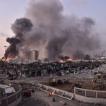 Deux fortes explosions dans le port de Beyrouth au