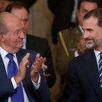 La marcha de Juan Carlos I se decidió en una reunión con su hijo, el rey Felipe