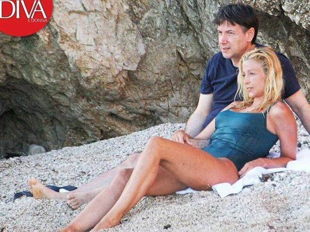 Conte si rilassa al mare con la compagna Olivia Paladino. Gli scatti della pausa al Circeo