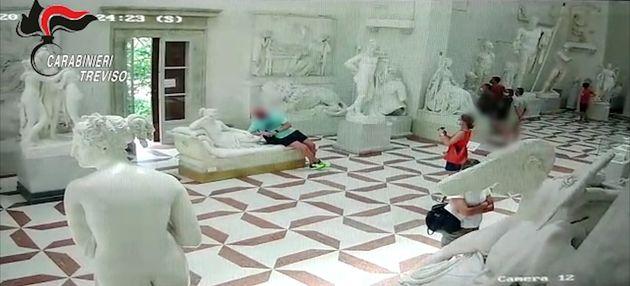 Ιταλία: Τουρίστας «κατάφερε» να καταστρέψει γλυπτό 200