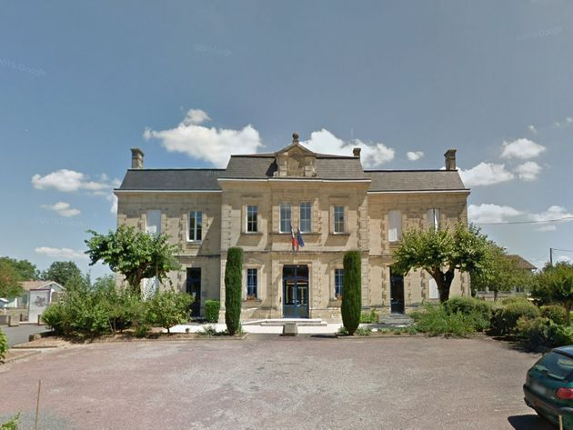 La mairie de Saint-Philippe-d'Aiguille en
