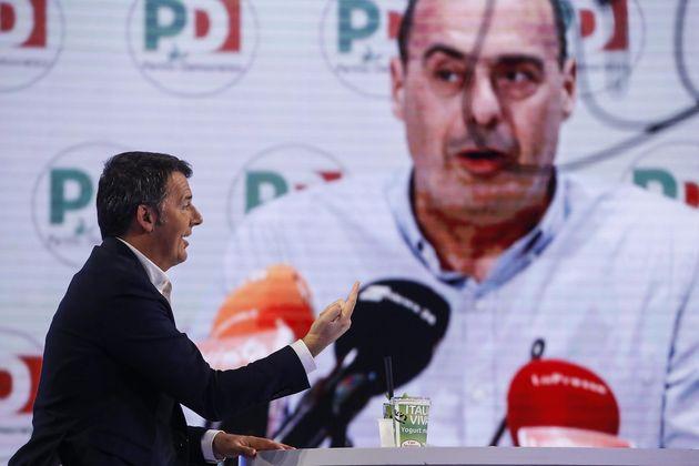 Matteo Renzi, Italia Viva, e dietro una foto di Luigi Zingaretti durante la trasmissione televisiva in...