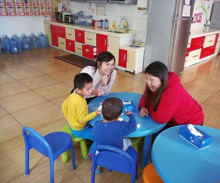 André-Anne Côté dans un orphelinat à Pékin en 2017.