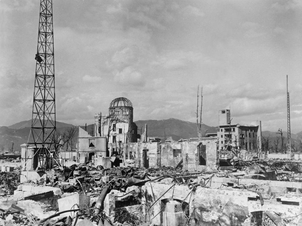 O domo destruído, que hoje abriga o Memorial da Paz de Hiroshima, pertencia ao prédio daExposiçãoComercial...