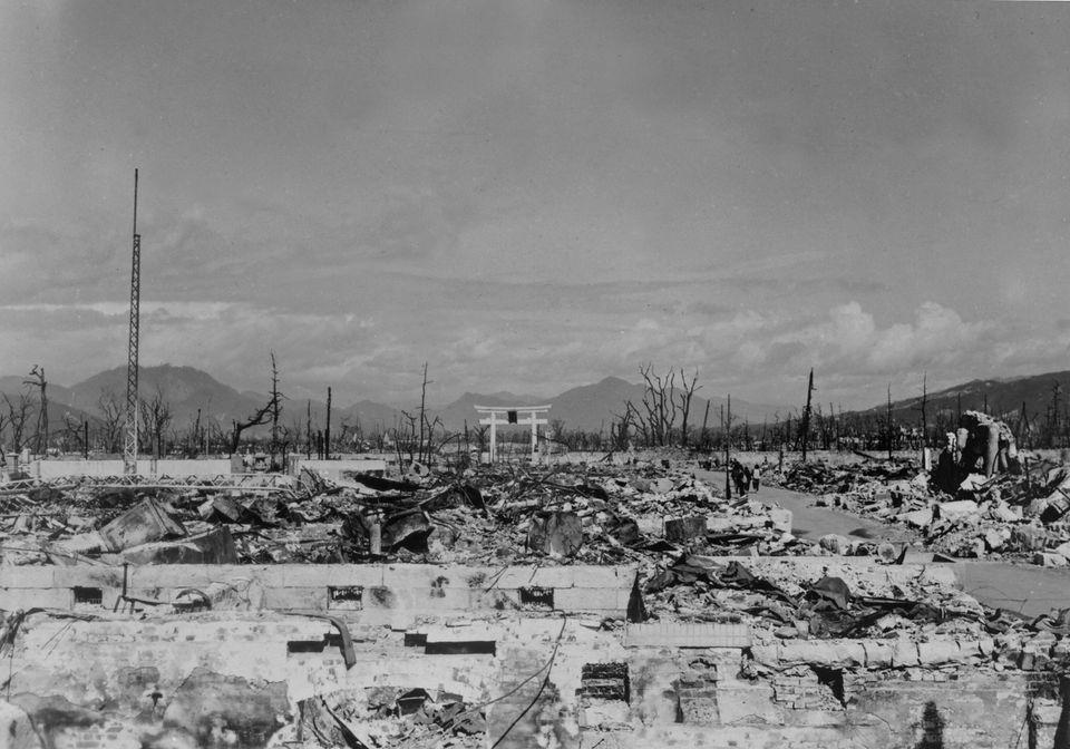 Nagazaki ainda sob os escombros em março de 1948, menos de 3 anos após a
