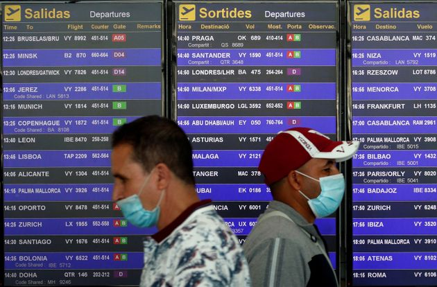 Dos pasajeros en el aeropuerto de Barcelona - El