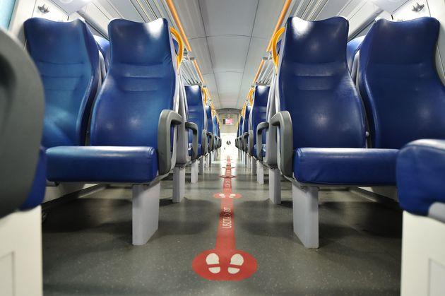 Il Cts conferma la distanza di un metro sui treni. Capienza al 50% anche per i regionali