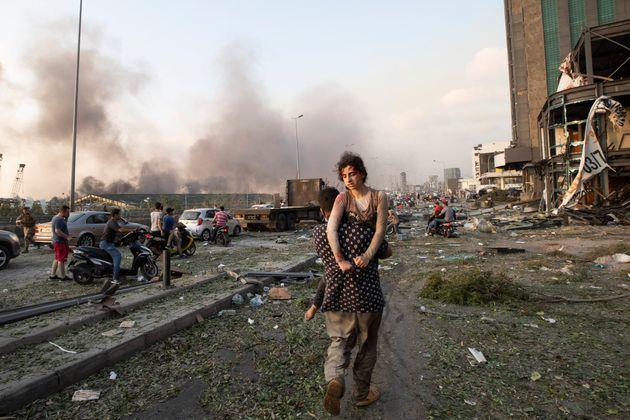 Une série d'explosions au port de Beyrouth a tué plus de 100 personnes en plus d'en blesser...