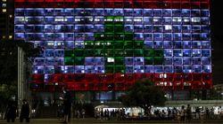 Tel Aviv abbraccia Beirut e si tinge dei colori della bandiera