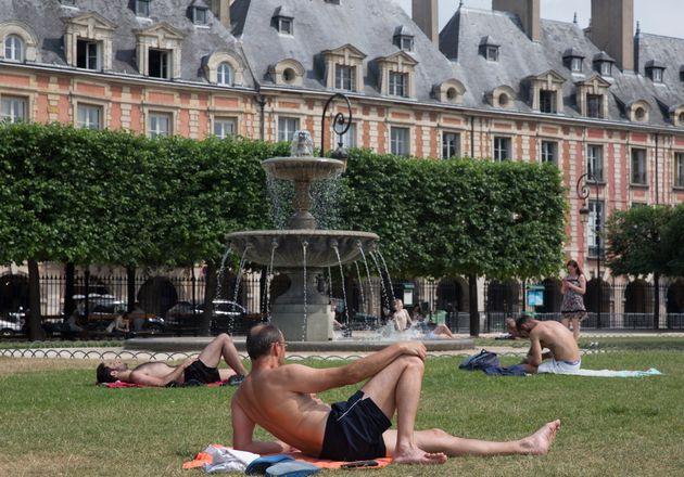 Dès qu'il fait chaud, comme ici en 2015, les Français cherchent un peu de fraîcheur...