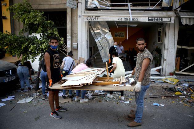 Cresce la rabbia dei libanesi traditi da tutti. Amnesty e HRW: