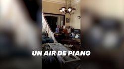 À Beyrouth, cette femme joue du piano dans sa maison