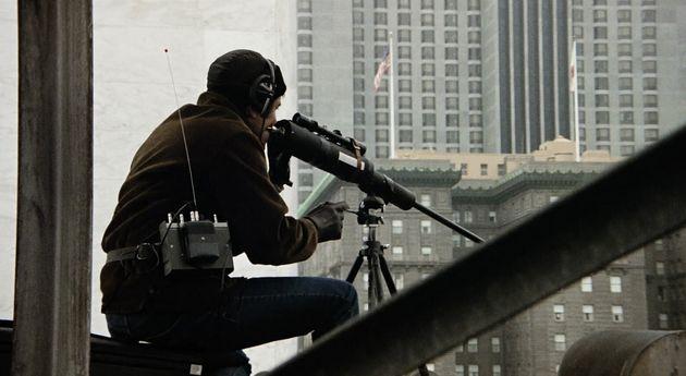 A informação como a arma de um franco atirador na sequência de abertura de