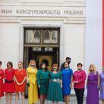 Na Polônia, parlamentares usam cores do arco-íris em protesto contra presidente