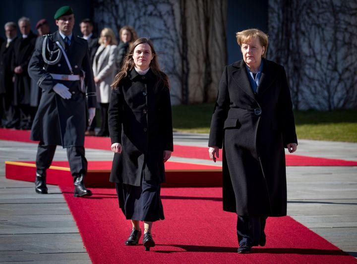 야콥스도티르 총리와 메르켈 총리가 독일 베를린에서 회담을 가졌다.