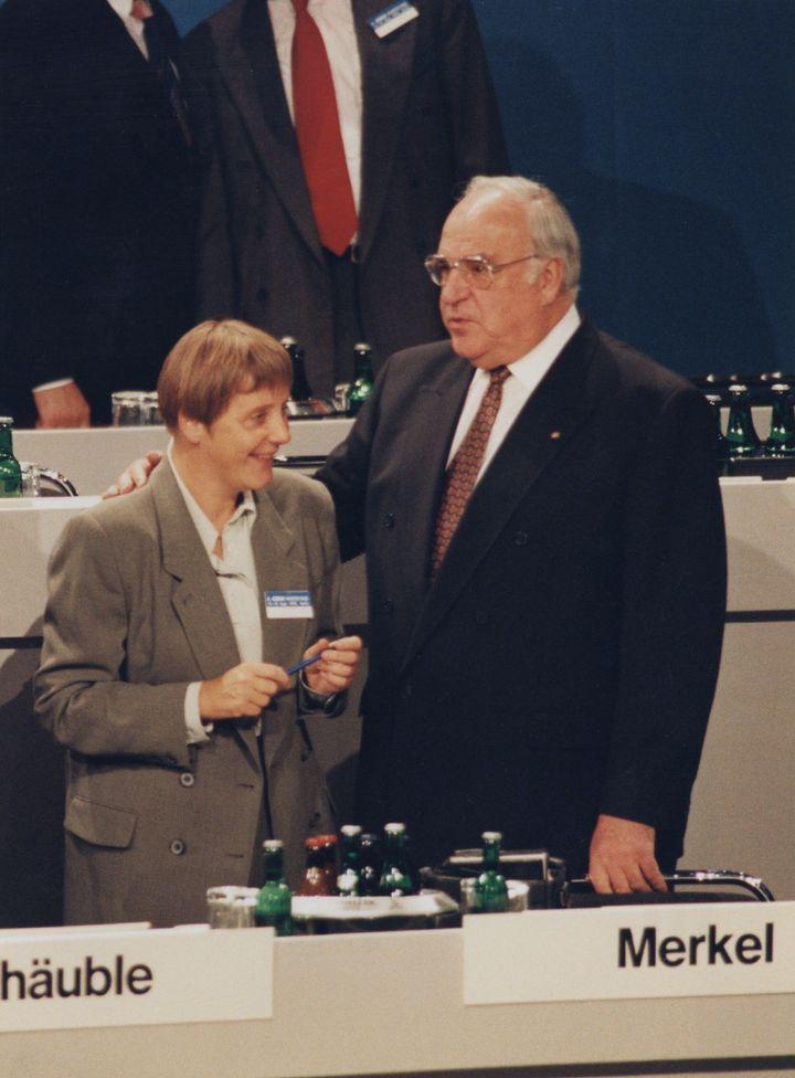 메르켈과 1993년 당시 총리였던 헬무트 콜