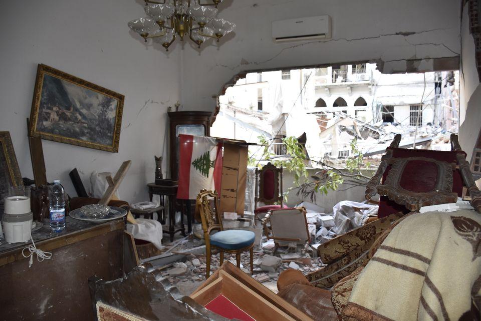 6일 베이루트 항구 인근에 있던 한 주택 내부가 파괴된