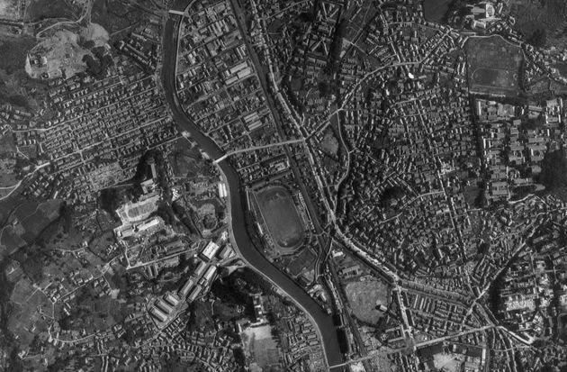 爆弾投下前の長崎の写真。(1945年8月7日撮影)